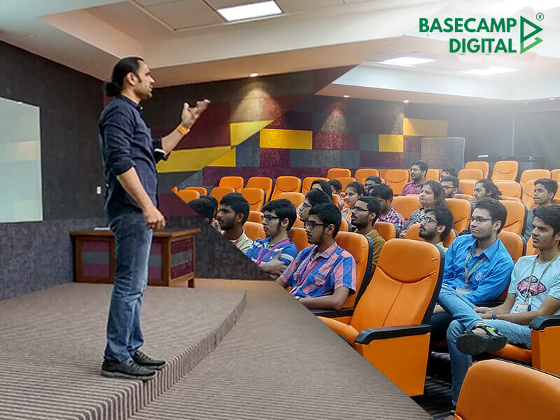 Digital Marketing Training session at Thakur College